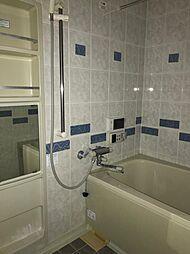 とても清潔感の有るバスルーム