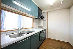 リノベならではのタイルや素材にこだわったキッチンスペースのご提案、お任せください。H30.10月