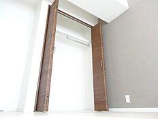 全居室収納付きで収納スペースも豊富です。