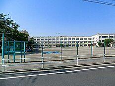 伊興小学校…徒歩9分/680m