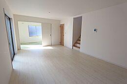 LDKと和室を合わせて22.5帖の大きなお部屋です。お友達を誘ってホームパーティーなどいかがでしょうか