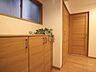 明るく開放的な空間を美しい建具が見事に演出。住まいの顔となる玄関は、落ち着きと華やぎの満ちた空間に。ご家族の「行ってきます」「ただいま」を見守り続けます。,3LDK,面積67.87m2,価格6,858万円,東京メトロ南北線 麻布十番駅 徒歩5分,都営大江戸線 赤羽橋駅 徒歩6分,東京都港区東麻布2丁目8-11