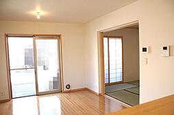 和泉市三林町 4LDK 車庫2台 4LDKの居間