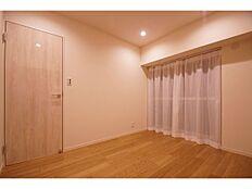 大きな収納が魅力的な居室部分。