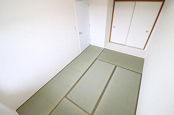 6畳の和室は小...