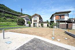 ・建築条件無し ・全5区画の整備された開発分譲地 ・交通量も少なく小さなお子様のいる家庭でも安心
