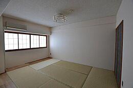 洋室だけでなく和室もあります。リフォーム済みですので畳を含めそのまま利用できます。