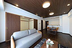 天井にデザインウォールを採用することで、大人のセンスある空間が実現しました。