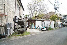 現地は建蔽率40%・容積率80%の一種低層住居専用地域です。