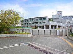 鶴川中学校