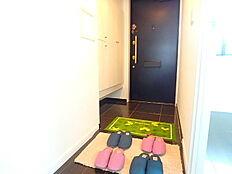 収納完備した玄関です。