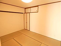 6帖の和室があり寛ぎの空間です。