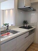 清潔感のある素敵なキッチンで、お料理もスムーズに(平成29年7月撮影)