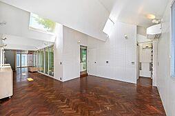 三方解放のデザインハウス 4SLDKの居間