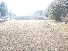 敷地面積は約337坪ございます。