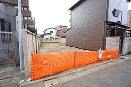 第一種低層住居専用地域。落ち着いた住宅が建ち並んでいます。