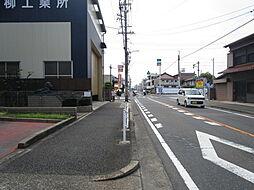 整備されている歩道は、子供たちの通学に安心感を与えてくれますね。