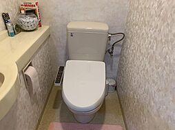 手洗い付きの温水洗浄トイレ。