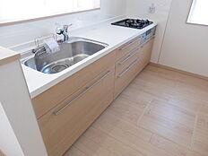 対面システムキッチン・床下収納