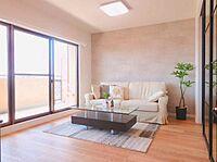 居間(内装フルリフォーム済で水回りや設備等新品でご利用頂けます。)
