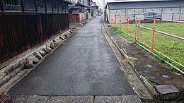 前面道路は約3mなのでセットバックが約50cm必要です。