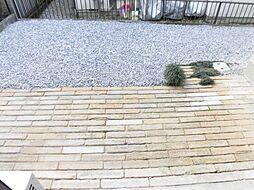 リフォーム済庭です。庭木剪定を行い、既存物置は撤去しました。内庭なので、ゆっくりと趣味を楽しめるスペースになりそうですね。