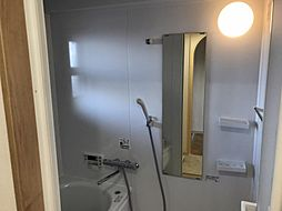 1日の疲れを癒すバスルーム。好みの入浴剤を見つけて楽しんでくださいね。