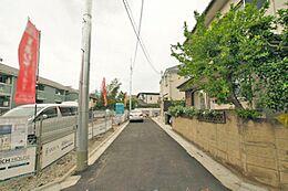 周辺は第一種低層住居専用地域の閑静な住宅街です。落ち着いた住環境です。