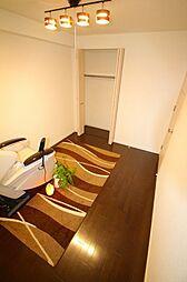 北東の洋間約6.0帖 各居室に収納あります。また、廊下横に納戸もあり収納豊富な間取りです。