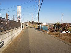前面道路 南側5m道路接道につき日当り良好です。