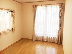各洋室にCL、主寝室にはWIC付きです。