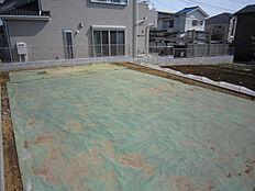 現況写真(平成30年3月撮影)敷地内北西側より撮影。南側の空地より地盤が高くなっております。