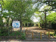 砂川四公園 750m 9分 こちらの公園はとても自然豊かです。季節によって様々な木々を楽しめそうですね。周囲には他にも公園が点在しています。日によってお子様の遊び場を変えてもいいですね。す。