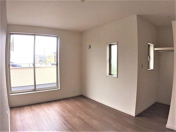 各洋室に嬉しいウォークインクローゼット付き!お部屋を広くお使いいただけます。