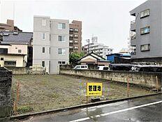 東京メトロ千代田線から徒歩9分。霞ヶ関や赤坂などの都心へ乗り換えなしで、アクセス良好です