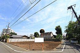 角地で間口約10m×約8mと広いので、設計の際に自由度の高い土地です。