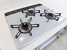 お掃除しやすいガラストップコンロ付きシステムキッチン