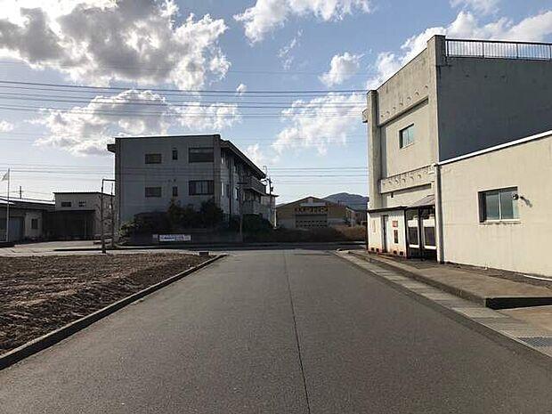 前面道路(北側)