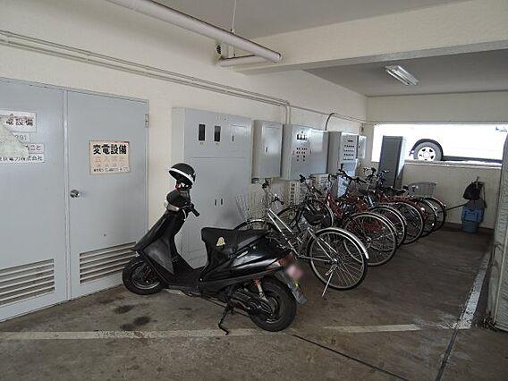 駐輪所・バイク...