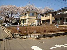 春には桜並木が見えます。