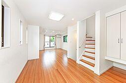 東が丘1丁目 築浅戸建 ~ 緑道を望む開放的な立地 ~ 3LDKの居間