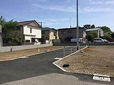 車通りの少ない、閑静な住宅街に位置しております。