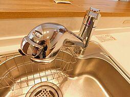 切替えが簡単な蛇口一体型浄水器