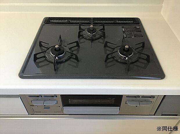 ※同仕様3口ガスコンロは、いっぺんにたくさん調理するときや、鍋の置き場として使えるため便利です。