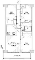 対面式キッチンのあるLDKは約14帖あります。洋個室3部屋にはクローゼット付。収納豊富なお部屋ですっきり暮らせますよ。
