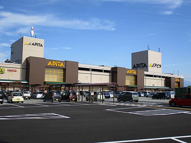 様々な専門店が入っているので、便利です 徒歩 約7分(約550m)
