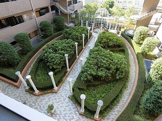 美しい中庭あり