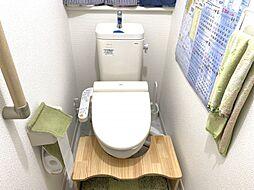 便利なウォシュレットと暖房便座がついたトイレ。