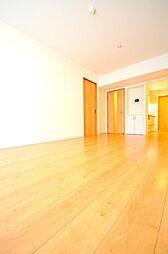 居間(南向きの陽当たり良好なリビングでゆったりとくつろげる空間です)