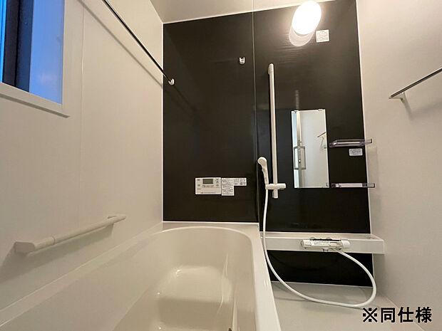 ※同仕様毎日の入浴に満足いただける、ゆったりサイズの換気暖房乾燥機付きユニットバスです。効率よく節水・保温ができるお風呂は、家計にやさしい省エネ仕様です。